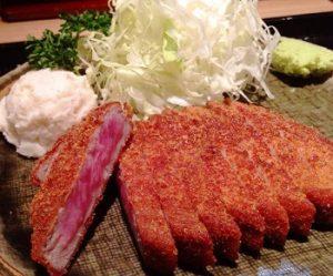 浅草の人気店牛カツの麦とろ牛カツセット