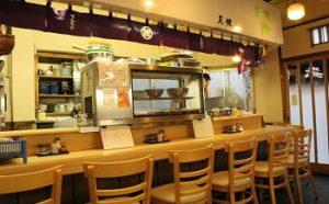 浅草の人気天ぷら店天健のお店の中の様子