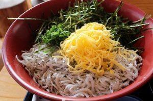 鎌倉の人気店和彩 八倉のしらす丼