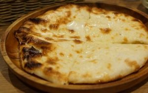大塚の人気カレー店カッチャル バッチャル のチーズクルチャ