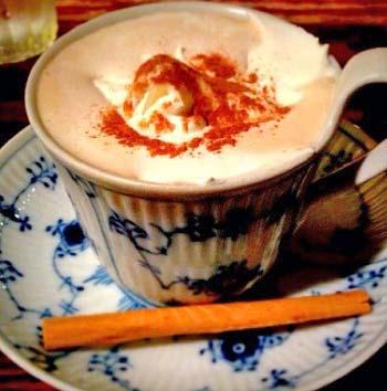 東京都渋谷区にある人気カフェ香咲のカプチーノ