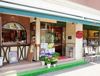 鎌倉駅近く人気ソーセージ店の腸詰屋 鎌倉西口店外観