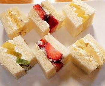浅草にあるフルーツパーラーゴトーのサンドイッチ