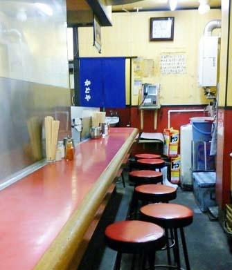 大阪難波駅近くにある居酒屋豚足のかどやの店内