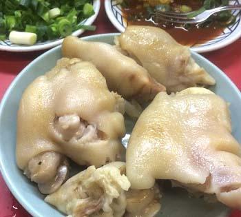 大阪難波駅近くにある居酒屋豚足のかどやの豚足