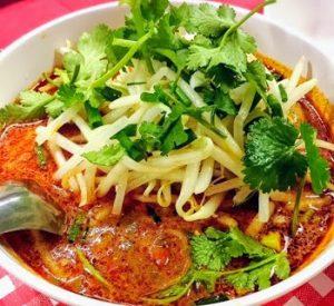 浅草にある人気タイ料理屋モンティーのトムヤムクンヌードル