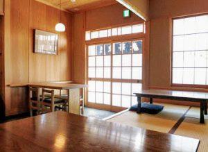 浅草駅近くにある人気そば屋、並木藪蕎麦の内観