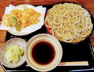 浅草駅近くにある人気そば屋、並木藪蕎麦の天ぷらそば