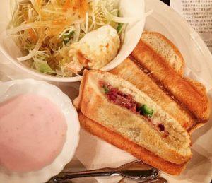 浅草の人気きっさローヤル珈琲店本店のホットサンド