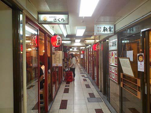 梅田駅にある人気お好み焼さくら外観