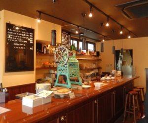 渋谷駅近くにあるかき氷が人気のカフェ、セバスチャンの店内