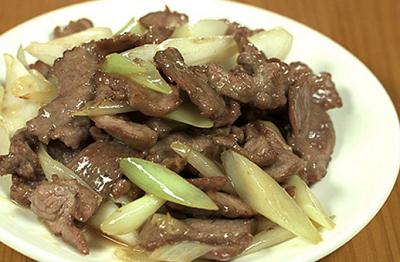 ラム肉長葱炒め