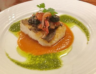 大阪市北区大阪駅にある人気洋食店ルージュエブランコウハクの鮮魚のポワレ
