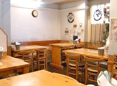 東京都豊島区JR池袋駅東口にある洋食屋キッチンOh!Wayの店内
