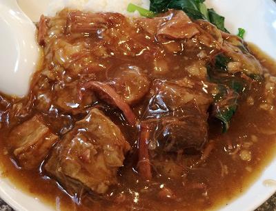 横浜中華街にある広東料理店愛群アイチュンの牛バラご飯