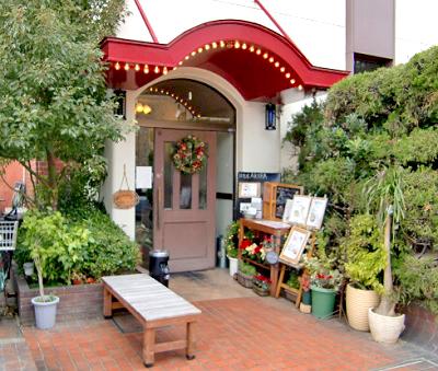 京都阪急長岡天神駅街の洋食屋AKIRAの外観