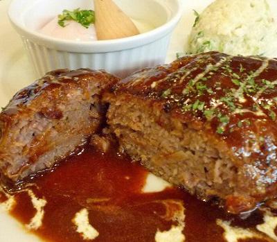 京都阪急長岡天神駅街の洋食屋AKIRAのハンバーグ