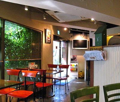 東京都港区赤坂にあるハンバーガー店オーセンティックAuthenticの店内
