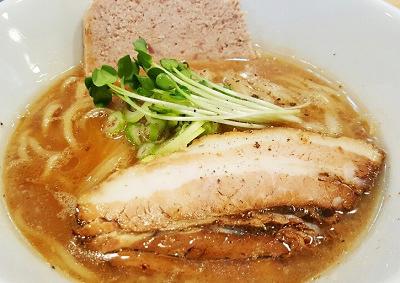 大阪市にある四川料理馬鹿坊バカボンの鶏塩そば