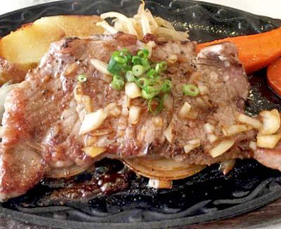 四ツ谷駅近くにある洋食屋バンビ四谷店のステーキ
