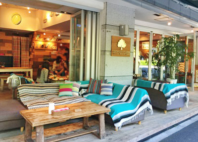 東京都渋谷区代々木公園駅近くにあるカフェボンダイカフェヨヨギビーチパークのテラス席