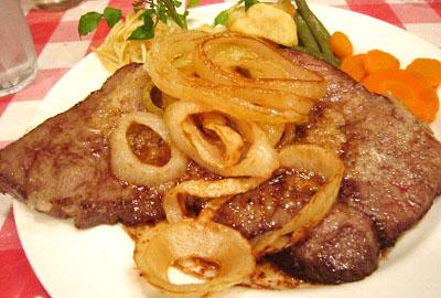 東京都渋谷区にあるボルシチが有名な洋食店キッチンボンKitchenBONのステーキ