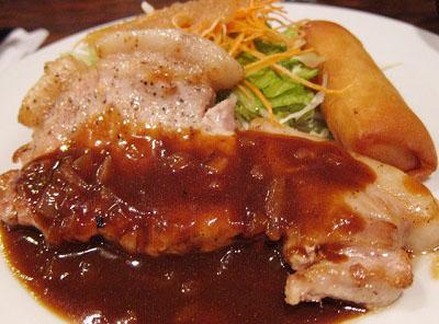 東京都豊島区西池袋西口にある洋食屋キッチンチェックのポークソテー
