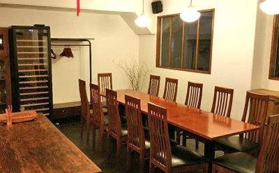 大阪なにわ橋駅近くにある中華料理月泉の店内