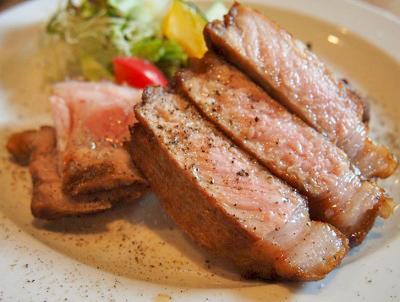 京都元田中駅近くにある洋食屋キッチンごりらのステーキ