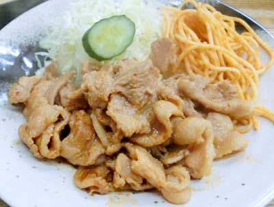 神保町駅近くにある定食屋キッチングランの生姜焼き
