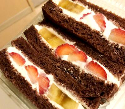 東京都大田区千鳥町駅近くにある人気パン屋グルグルベーカリーGURU GURU BAKERYのサンドイッチ