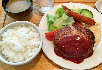 京都竹田駅近くにある洋食屋とくら新堀川店のハンバーグ