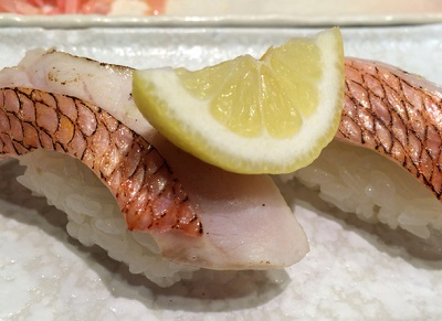 大阪市北区天満駅近くにある寿司屋春駒の鯛あぶり