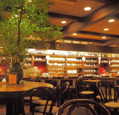 東京都渋谷駅近くにあるコーヒー専門店茶亭羽當チャテイハトウの店内