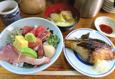 新橋駅近くにある海鮮居酒屋初島の定食