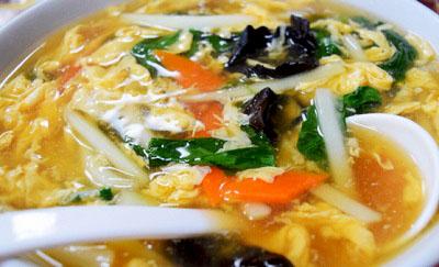東京都大田区蒲田にある羽根つき餃子が人気の中華料理店歓迎本店ホアンヨンの酢辛麺