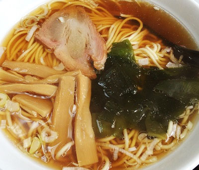東京都大田区蒲田にある羽根つき餃子が人気の中華料理店歓迎本店ホアンヨンの醤油ラーメン