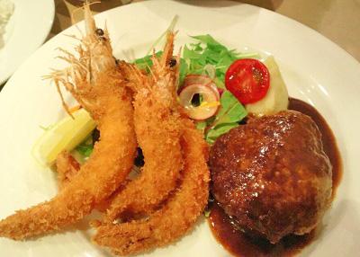 大阪市中央区堺筋本町駅近くにある洋食屋フジヤのハンバーグ海老フライ