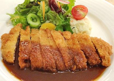大阪市中央区堺筋本町駅近くにある洋食屋フジヤのカツレツ
