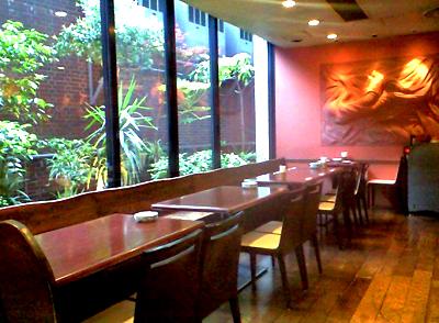 東京都港区表参道駅近くにある中華料理店中華風家庭料理ふーみんの店内