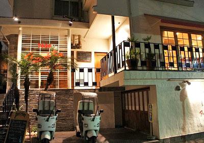 東京都品川区東五反田駅近くにあるハンバーガー店フランクリン・アベニューの外観夜
