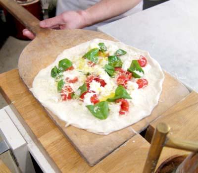 六本木駅近くにあるイタリアンフレイズフェイマスピッツェリアのピザ