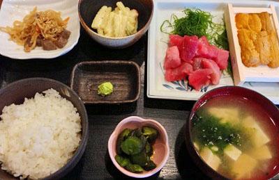 東京都中央区勝どきにある海鮮定食食堂池のやのうに鮪なかおち