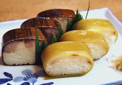 京都市祇園四条駅近くにある寿司屋いづうの鯛寿司盛り合わせ