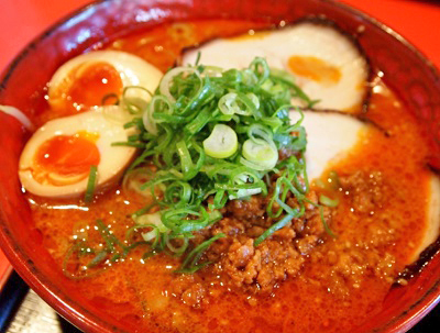 大阪富田駅近くにあるラーメン店麺厨房華燕の担々麺スペシャル