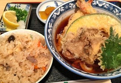 大阪府鶴ヶ丘駅にあるうどん屋釜ひろの天ぷらぶっかけ定食