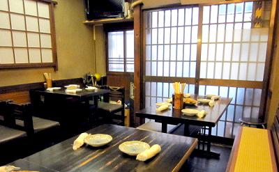 日本橋人形町駅近くにある魚介料理屋柳屋大衆料理川治の内観