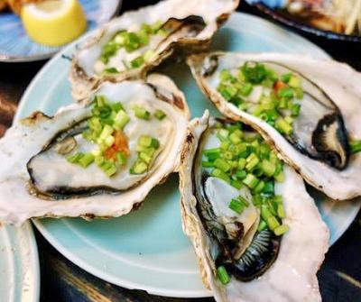 日本橋人形町駅近くにある魚介料理屋柳屋大衆料理川治の生牡蠣