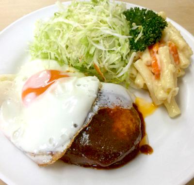 日本橋人形町駅近くにある洋食キラクのハンバーグ