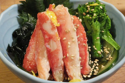 東京都月島にある居酒屋岸田屋きしだやのズワイガニの酢の物